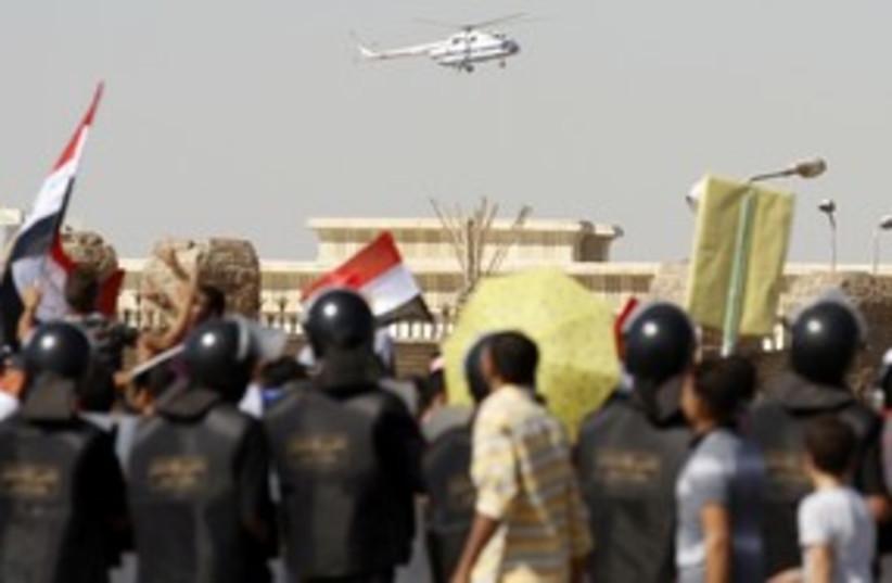 Mubarak helicopter 311 R (photo credit: REUTERS/Mohamed Abd El-Ghany)