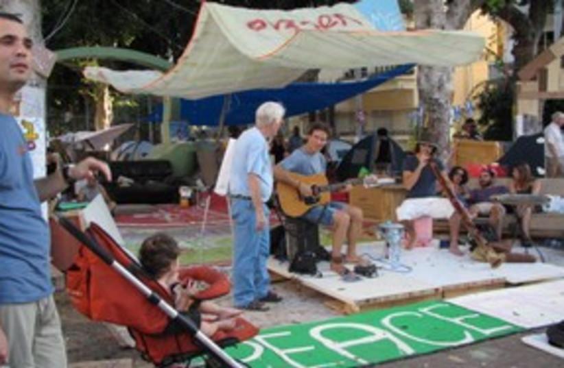 Rothschild Tents 311 (photo credit: Linda Epstein)