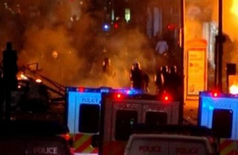 London Riot 311 (photo credit: REUTERS)