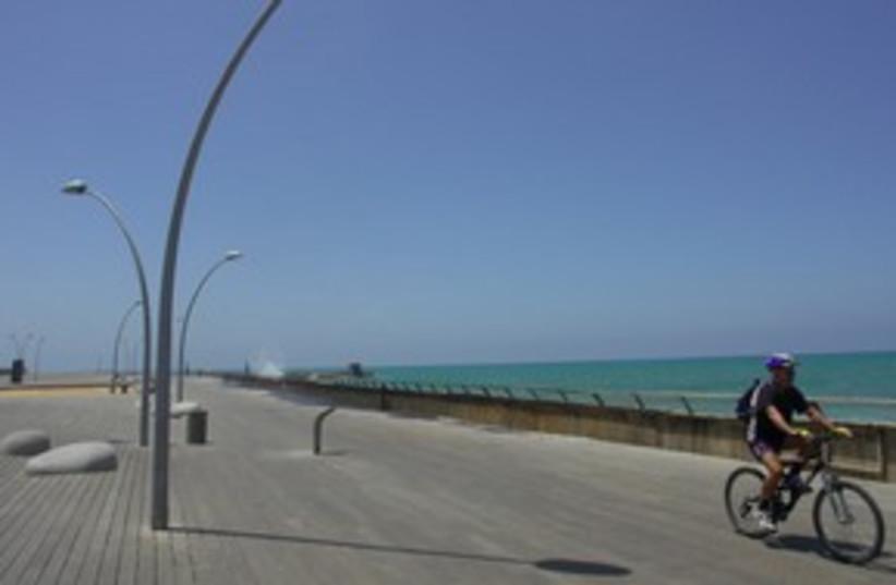 Tel Aviv port  311 (photo credit: Tom Langford)