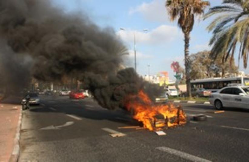 Holon Jesse Cohen burning couch_311 (photo credit: ben hartman)