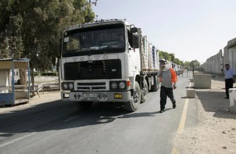 Trucks enter the Gaza Strip 311 (R) (photo credit: REUTERS/Ahmed Zakot)