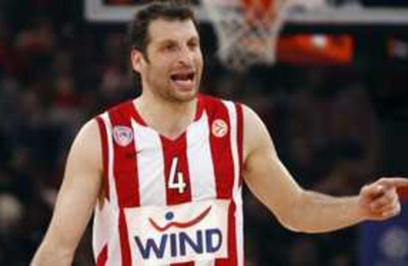 Maccabi Tel Aviv signs Greek Legent Paploukos 311 (R) (photo credit: REUTERS)