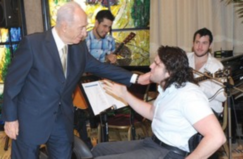 Peres and wheelchair basketball 311 (photo credit: GO)
