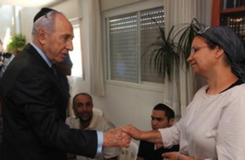 President Peres visiting family of Moshe Naftali 311 (photo credit: Mark Neiman / GPO)
