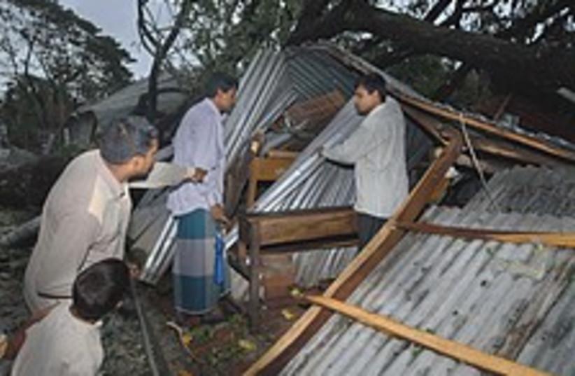Bangladesh cyclone 224.8 (photo credit: AP)