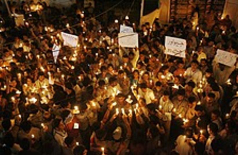pakistan rally 224 (photo credit: AP)