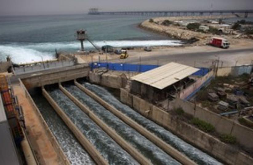 Desalination plant in Hadera 311 (R) (photo credit: REUTERS / Nir Elias)