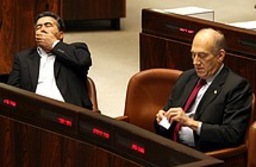 peretz yawn 224 88 (photo credit: Ariel Jerozolimski)