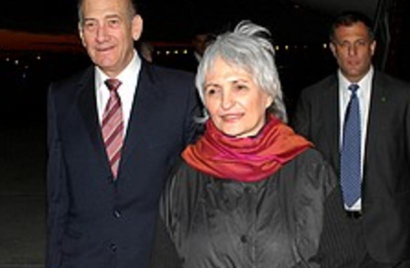 olmert and aliza 224.88 (photo credit: Avi Ohayun/ GPO)