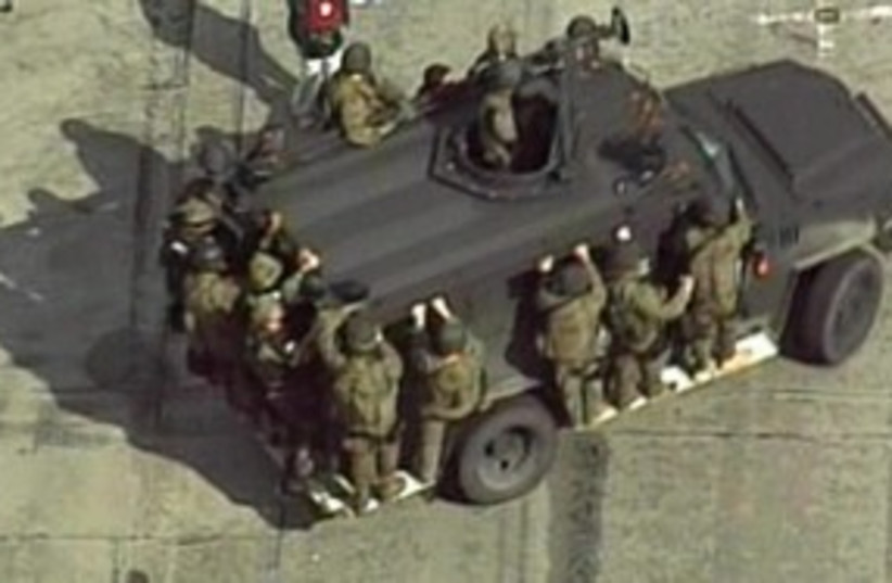 Manhunt in California_311 (photo credit: Reuters)