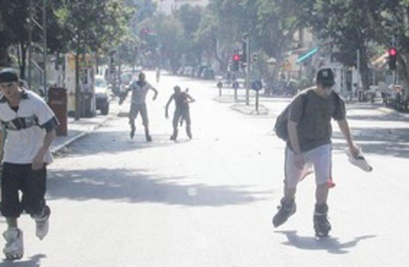 rollerblading in Tel Aviv Yom Kippur_311 (photo credit: Wkipedia)