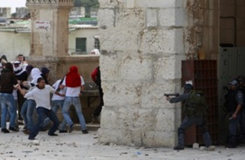 Palestinians, Israeli police clash at Temple Mount 311 (R) (photo credit: Ammar Awad / Reuters)