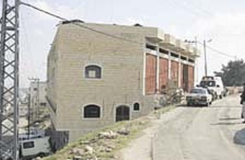 Hebron home 224.88 (photo credit: Tovah Lazaroff)