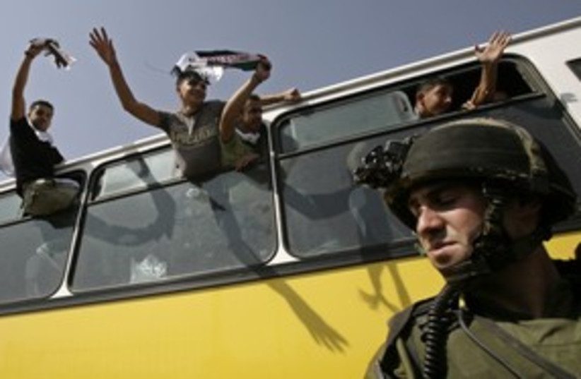 Palestinian prisoners on a bus before release [file] 311 (R) (photo credit: Yannis Behrakis / Reuters)