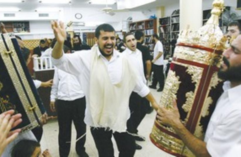 Simchat torah dancing 311 R (photo credit: Reuters/Ronen Zvulun)