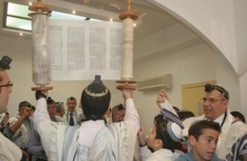 Raising Torah 311 (photo credit: Marc Israel Sellem)
