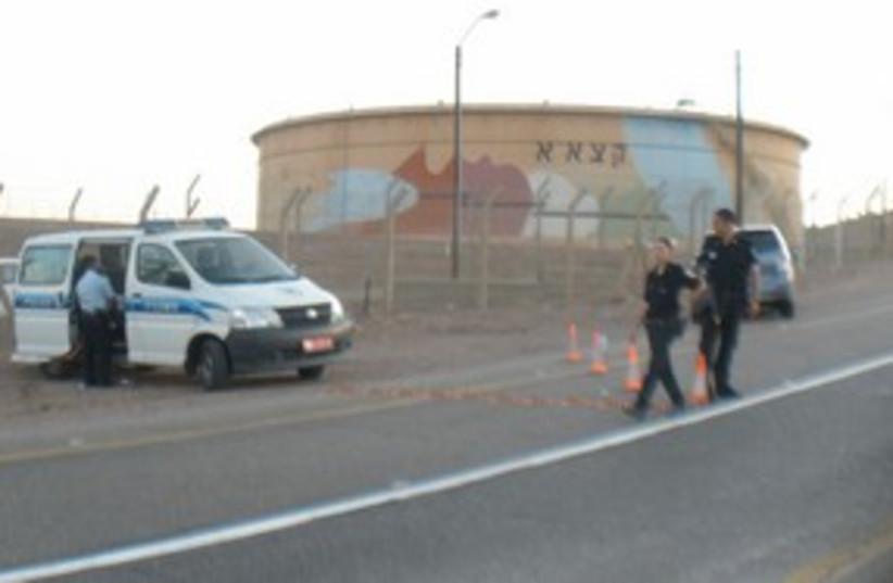 Police set up roadblock [file] 311 (photo credit: YAAKOV LAPPIN)