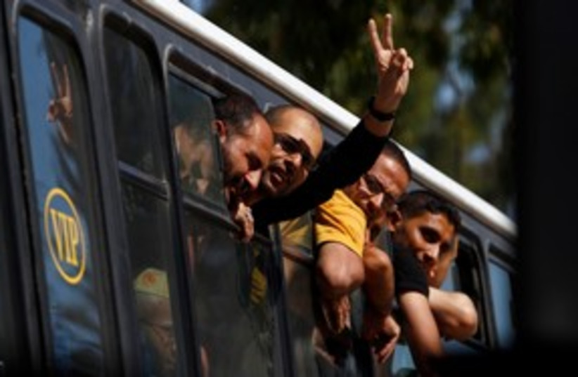 Palestinian prisoners enter Gaza 311 (photo credit: REUTERS)