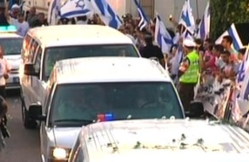 Gilad Schalit convoy 311 (photo credit: Channel 10)