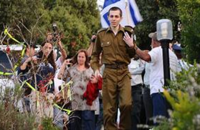 Gilad Schalit arrives at his home in Mitzpe Hila 311 (photo credit: IDF Spokesman)