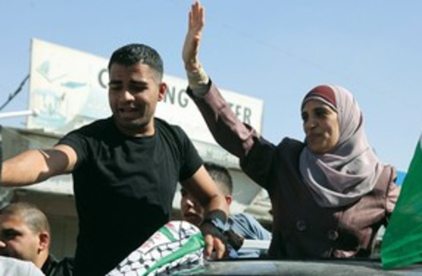 Palestinian inmates greeted in east Jerusalem after release (photo credit: Marc Israel Sellem)