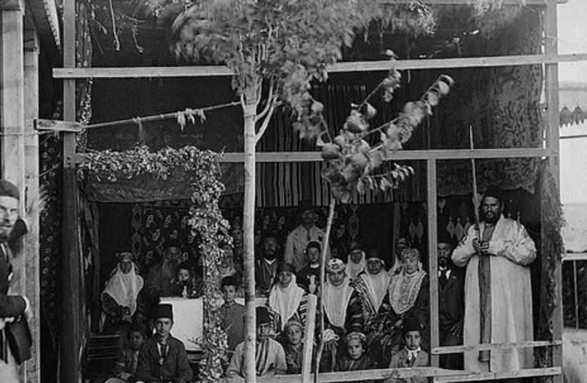 Bukharan family in their sukka (circa 1900).