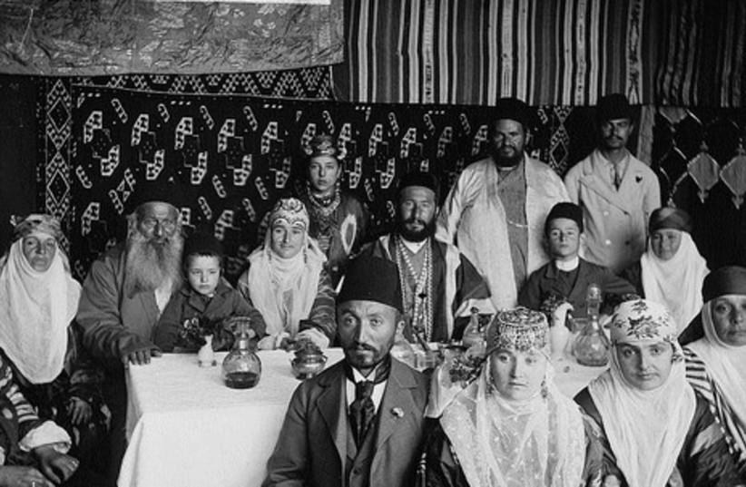 Portrait of the Bukhari family (circa 1900).
