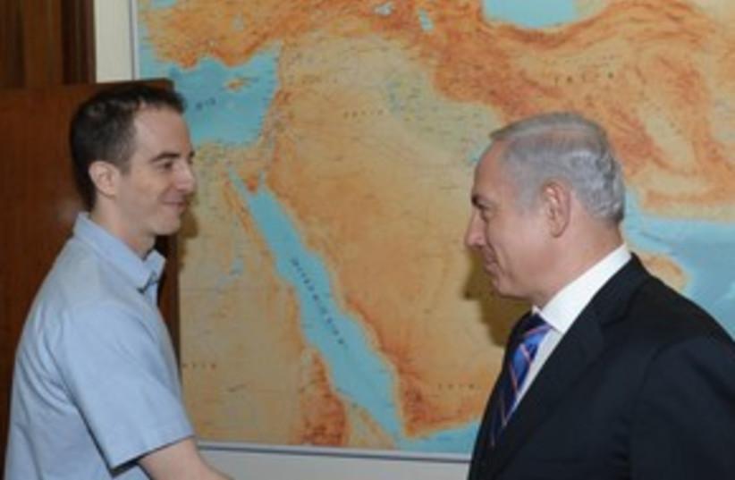 Grapel meets with Netanyahu 311 (photo credit: Amos Ben-Gershom/GPO)