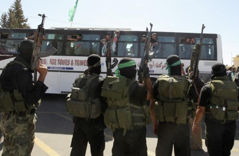 Palestinian prisoners on bus 521 (photo credit: REUTERS/Mohammed Salem )