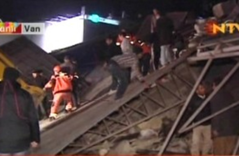 Rescue workers after earthquake in Turkey 311 (photo credit: Channel 10)