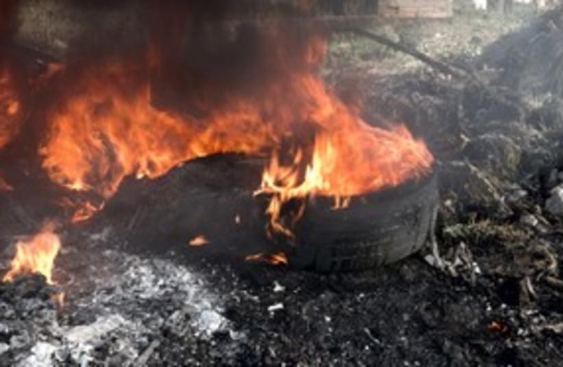Burning garbage, burning tires_311 (photo credit: Thinkstock/Imagebank)