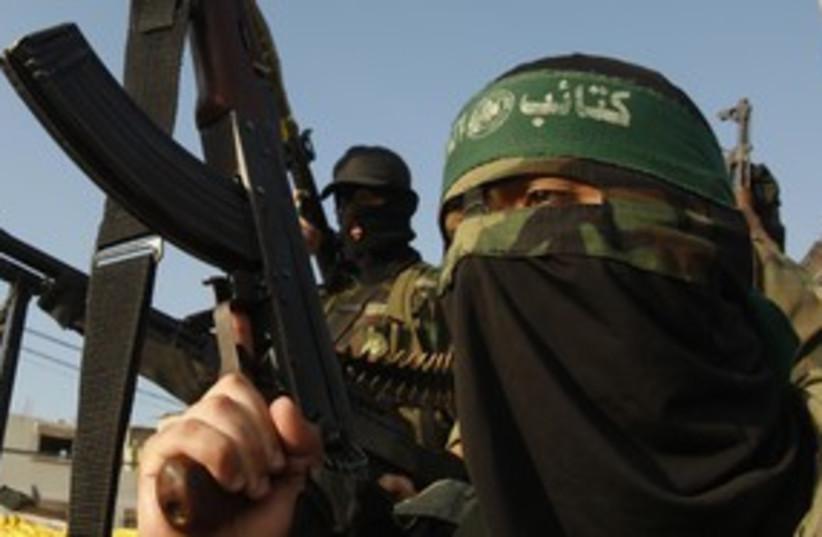Masked Hamas terrorist 311 R (photo credit: Ibraheem Abu Mustafa / Reuters)