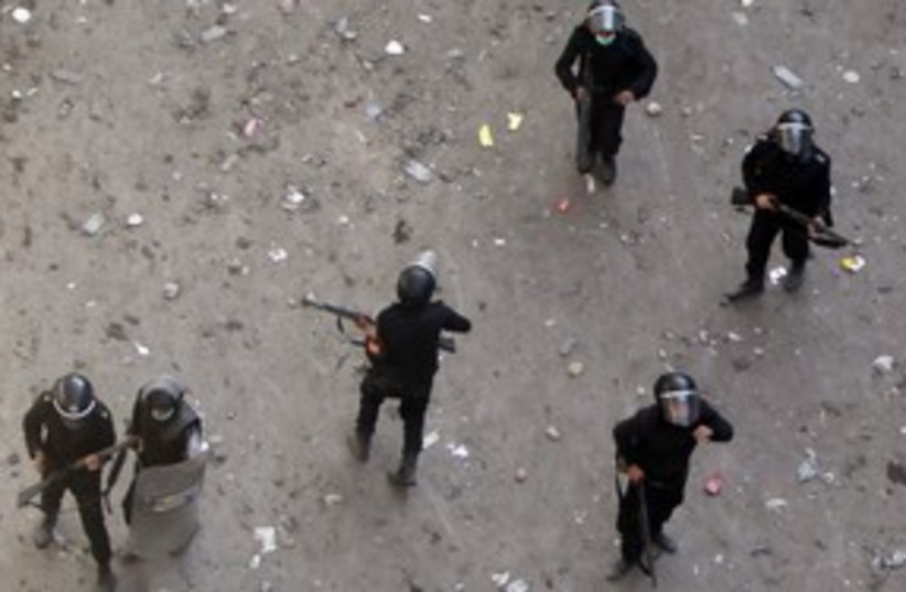 Egyptian police 311 (photo credit: REUTERS)