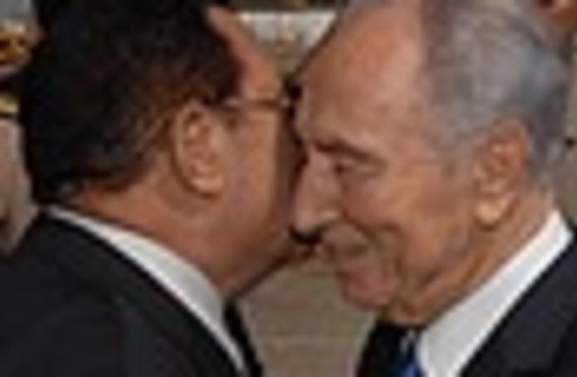 peres mubarak kiss 88 (photo credit: )
