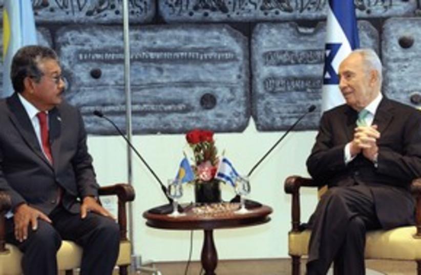 President Shimon Peres meets with Palau president  (photo credit: GPO)