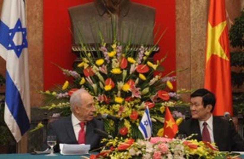 Peres and Vietnamese President Truong Tan Sang 311  (photo credit: Mark Neyman/GPO)