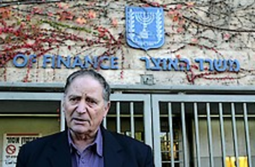 Erez Treasury 224.88 (photo credit: Ariel Jerozolimski)