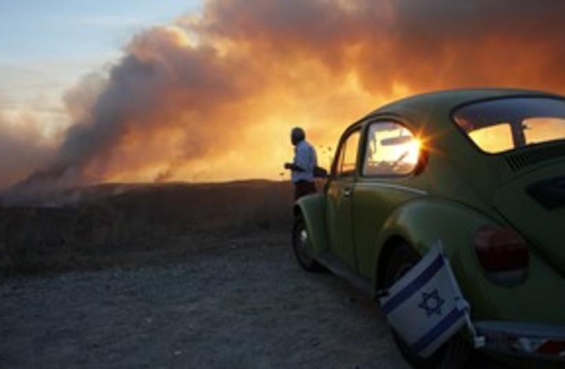Carmel Fire 311 (R) (photo credit: REUTERS/Nir Elias)