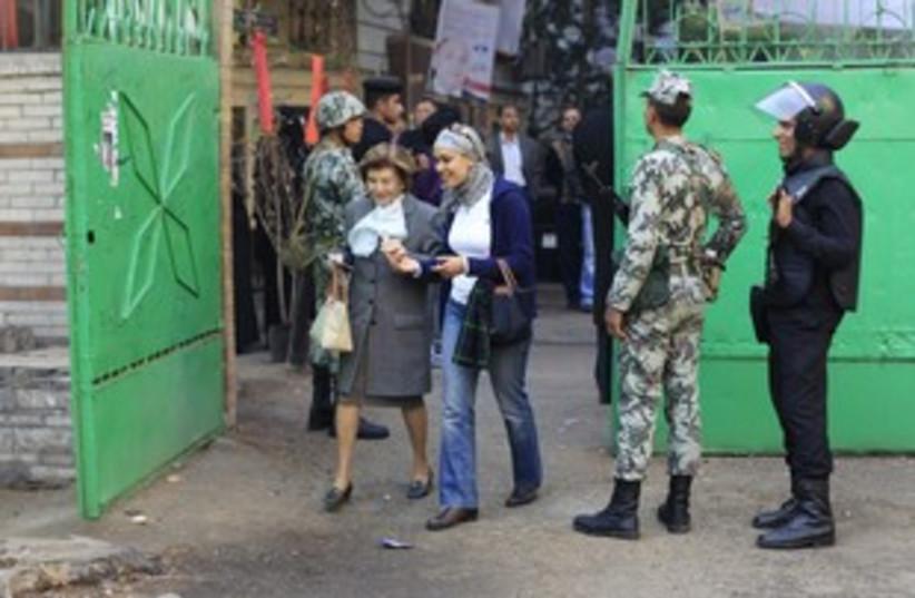 Egyptians voting 311 R (photo credit: REUTERS/Ahmed Jadallah)