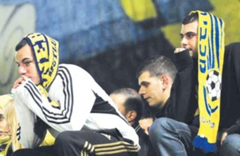 Maccabi Tel Aviv fans let down 311 (photo credit: Adi Avishai)
