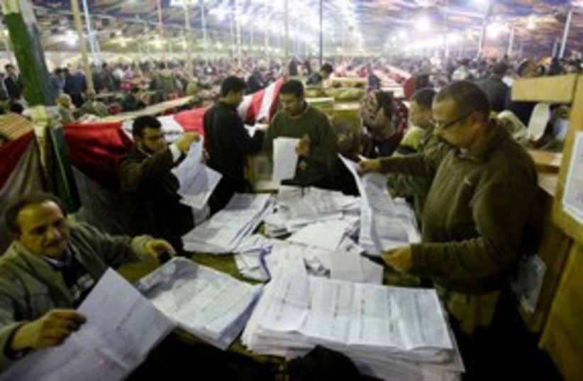 Egyptian election workers count ballots 311 (R) (photo credit: REUTERS/Mohamed Abd El-Ghany)