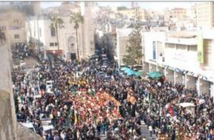 Christmas procession in Bethlehem 311 DO NOT USE (photo credit: Beata M. Andonia)