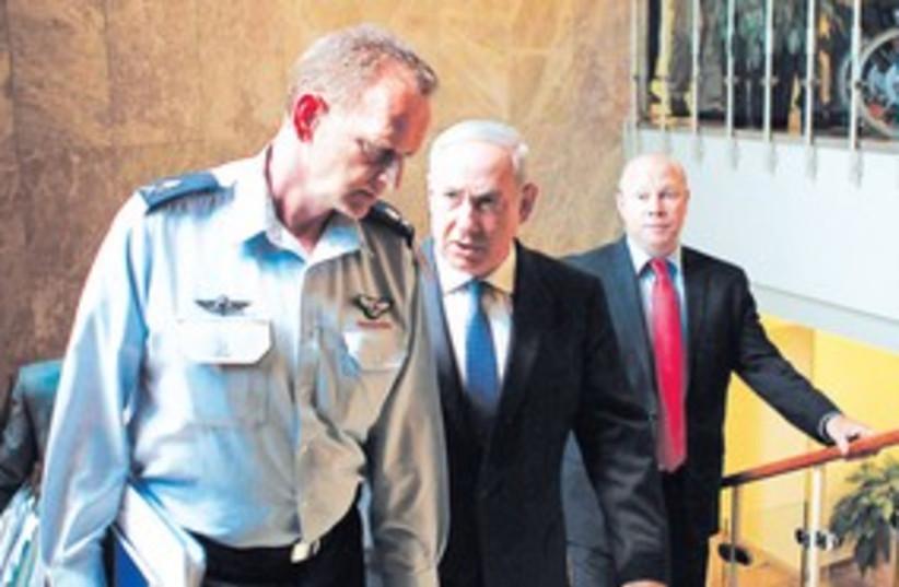 Netanyahu, Maj.-Gen. Yohanan Locker (R) 311 (photo credit: Reuters)