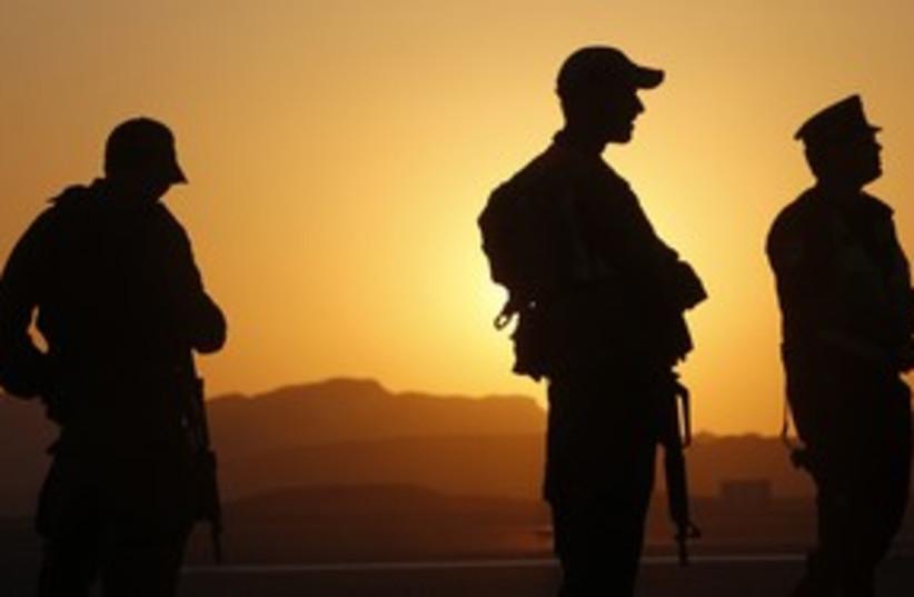 IDF soldiers north of Eilat, Sinai_311 (photo credit: Reuters/Ronen Zvulun)