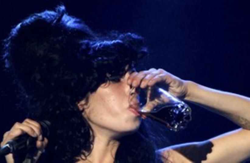 Amy Winehouse 311 R (photo credit: REUTERS/Andrea De Silva)