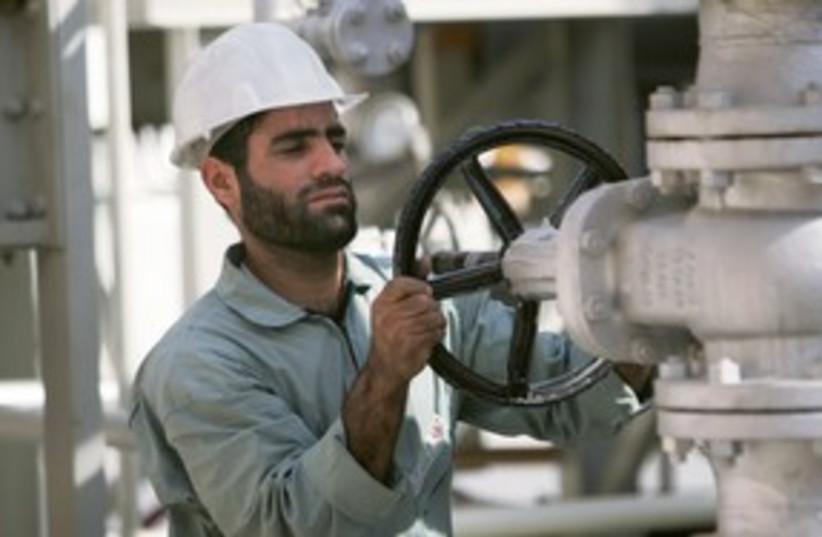 An Iranian oil worker 311 (R) (photo credit: REUTERS/Morteza Nikoubazl)