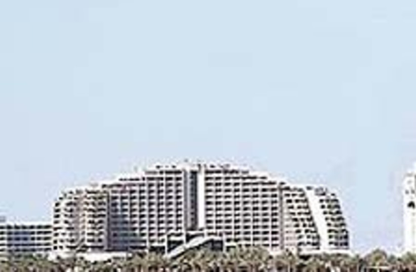 hotel eilat 224 88 (photo credit: Ariel Jerozolimski)