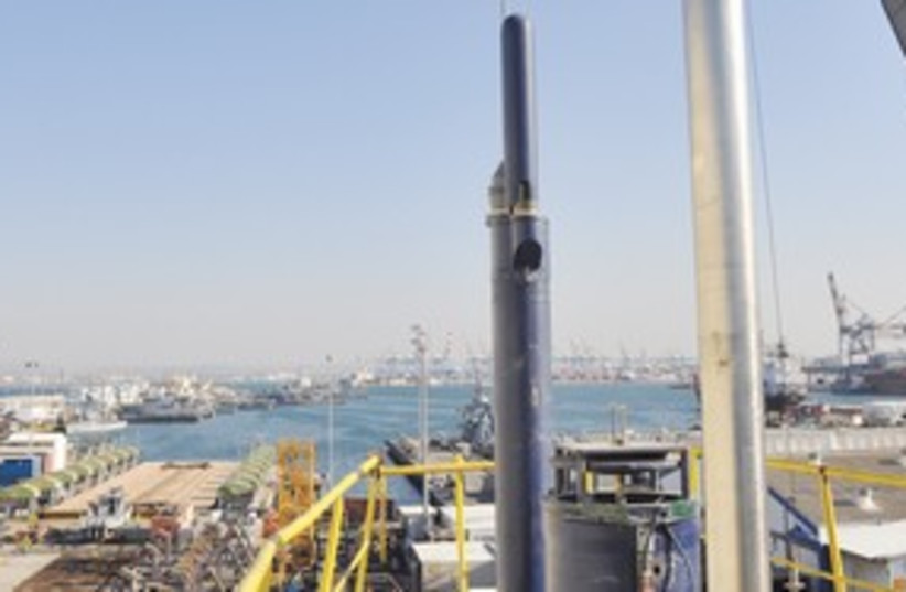 Israeli submarine at Haifa shipyard 311 (photo credit: IDF Spokesman's Office)