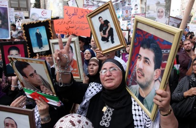Palestinian woman protesting in Ramllah